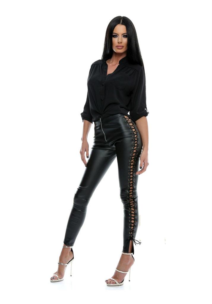 Colanti blugi / jeans-denim. Colantii de dama tip blugi sunt ideali pentru o tinuta casual. Frumos colorati, in albastru sau negru, colantii jeans pentru fete sunt o alternativa mult mai comfortabila a blugilor.